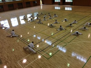 初日の稽古。体育館の床がリニューアルされていました。