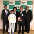 岡田冴月さん(昭島道場)が武蔵村山市長を表敬訪問しました(2016・11・28)